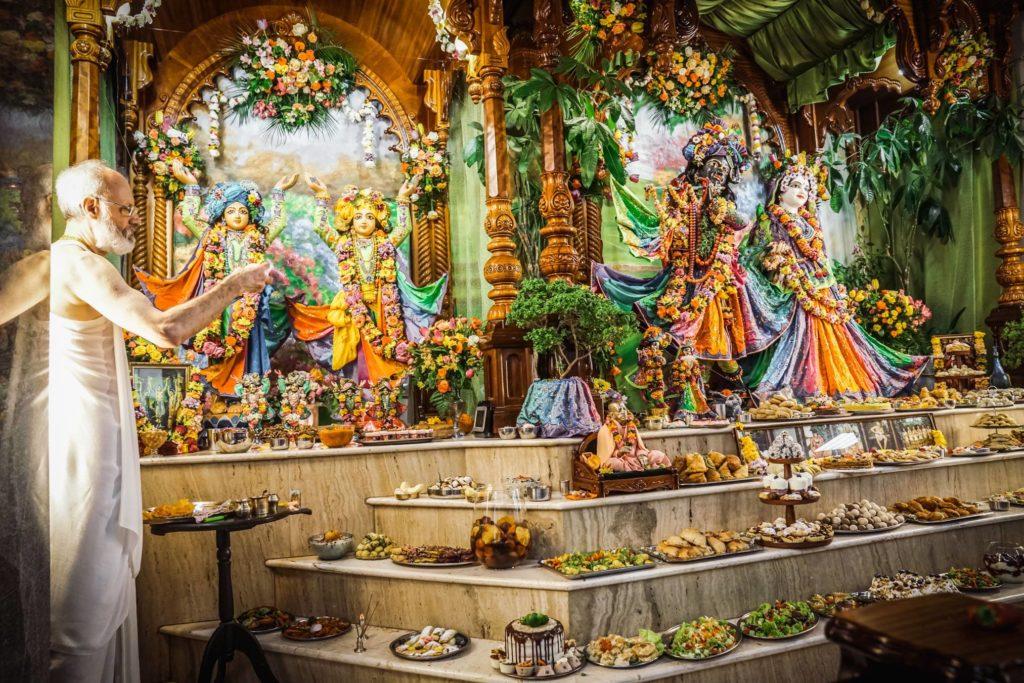 Божества в ведическом храме в Киеве