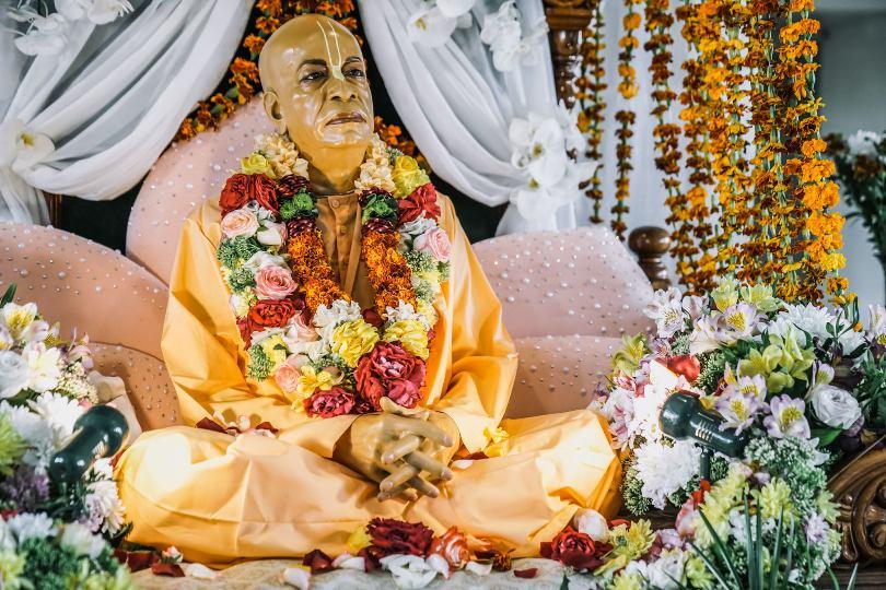 Шрила Прабхупада жил по воле Бога