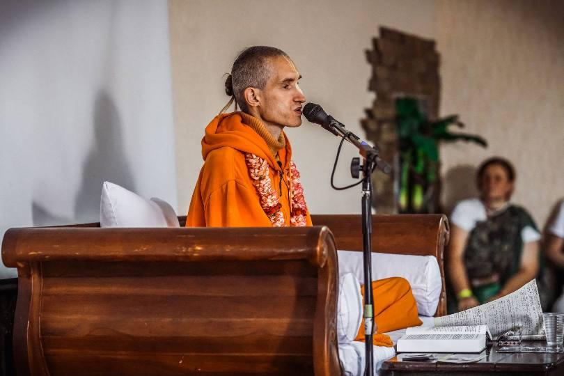 Для начала нужно найти духовного наставника