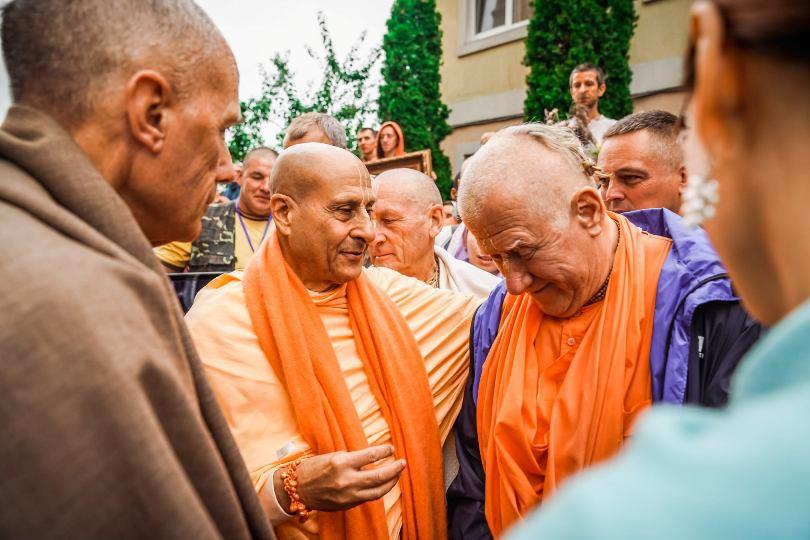В духовной жизни гуру нужно слушаться всегда